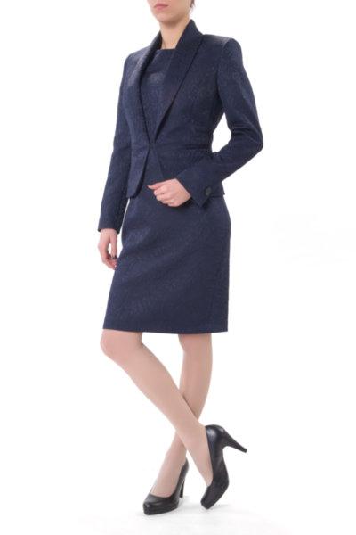 Костюм от вталено сако и женствена рокля от жакард